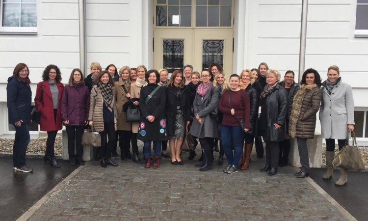Wir freuen uns auf das baldige Treffen aller NETZWERT-Mitglieder am Mittwoch, 28. März 2018 auf Einladung der WSG Gemeinnützige Wohn- und Siedlergemeinschaft RegGenmbH in Linz. Wir sind gespannt auf einen angeregten Austausch und das hochkarätig besetzte Programm unserer Referenten, die diesmal betriebswirtschaftliche Themen unter verschiedenen Gesichtspunkten untersuchen.